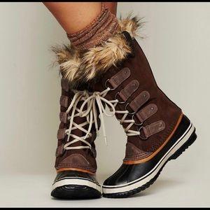 Sorel Joan of Arctic Tobacco brown fur boots
